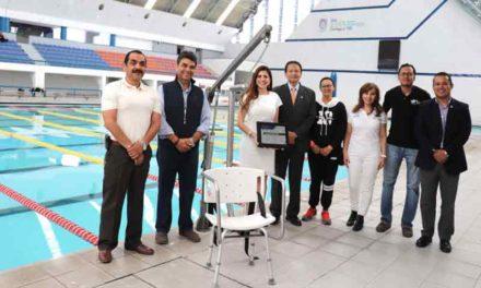 ¡Ciudadanos y empresas locales donan ascensor acuático a la Alberca Olímpica!