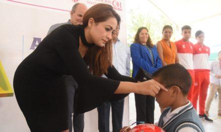 """¡Municipio de Aguascalientes, Club Necaxa y Fundación C&H benefician a 1,600 niñas y niños con el programa """"Goles Para Ver Mejor""""!"""