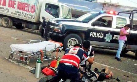 ¡Grave motociclista embestido por un camión de transporte de personal en Lagos de Moreno!