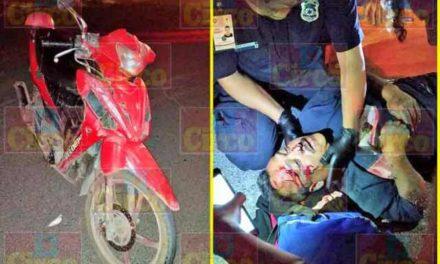 ¡Grave motociclista que chocó contra una camioneta en Lagos de Moreno!