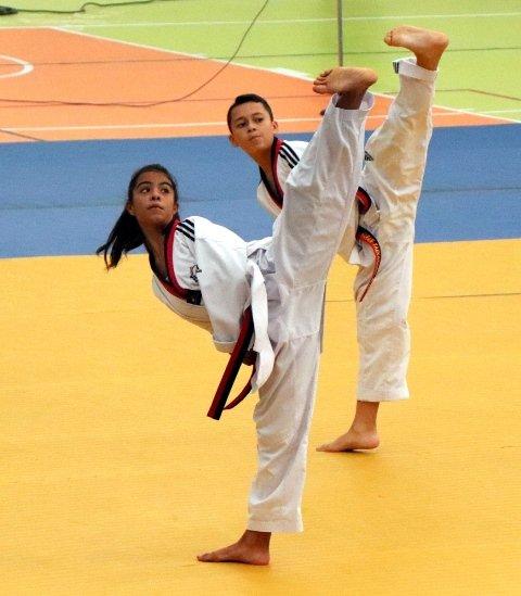¡Deportistas compiten en las etapas finales de Olimpiags!