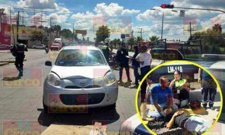 ¡Motociclista lesionado tras chocar contra un automóvil en Lagos de Moreno!