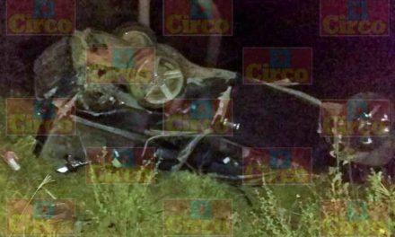¡1 muerto y 2 lesionados dejó volcadura de una camioneta en Lagos de Moreno!