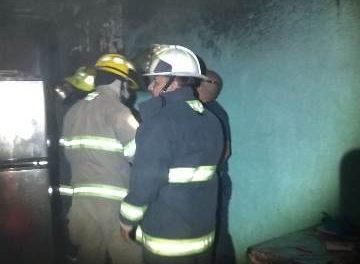 ¡Mujer resultó intoxicada tras incendiarse su casa en Aguascalientes!