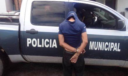 ¡Detuvieron a sujeto que asaltó un expendio de vinos y lesionó al encargado con un cuchillo en Aguascalientes!