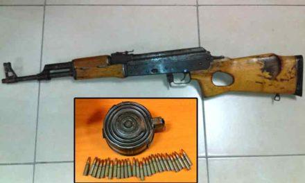 """¡Capturan Estatales a dos sujetos que portaban un """"Cuerno de Chivo"""" en Aguascalientes!"""