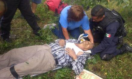 ¡Adulto mayor resultó lesionado tras caer de un árbol y lo llevaron al hospital en el helicóptero Halcón 1 de la Policía Municipal de Aguascalientes!