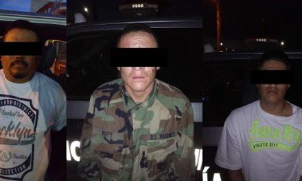 ¡Policías municipales de Aguascalientes detuvieron a 3 sujetos con un arma de fuego corta!