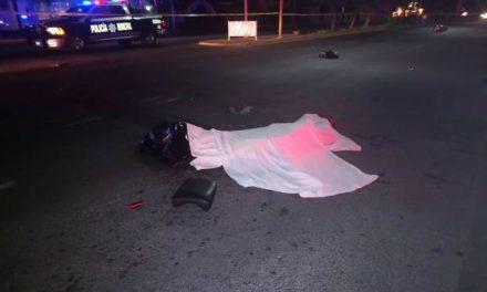 ¡Mueren 2 motociclistas tras estrellarse contra una pipa en Aguascalientes!