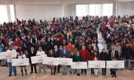 ¡Se entregaron becas del programa 3×1 a alumnos de Rincón de Romos!