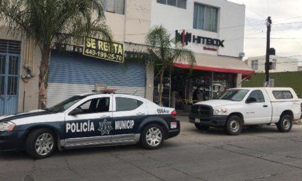 ¡Pistolero asaltó un negocio en Aguascalientes y se llevó $200 mil en efectivo!