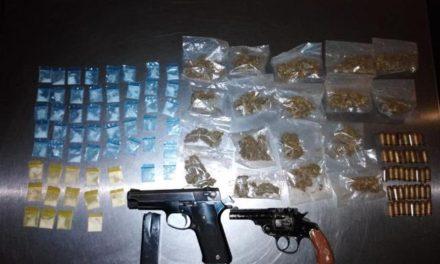 ¡Aseguró PEP 2 armas de fuego, 41 cartuchos y 74 dosis de drogas en Miguel Auza!