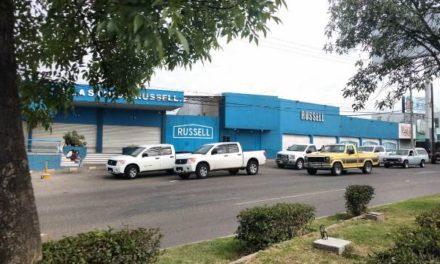 ¡Mediante boquetazo delincuentes saquearon Plásticos Russell en Aguascalientes y se llevaron $1 millón!