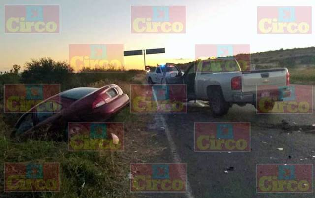 ¡Choque entre una camioneta y un auto en Lagos de Moreno dejó 3 lesionados!