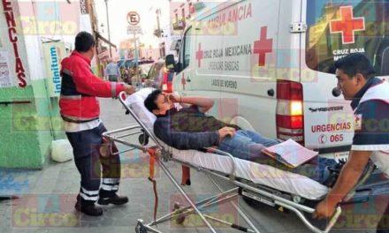 ¡Ciclista lesionado tras ser embestido y arrastrado por una camioneta en Lagos de Moreno!