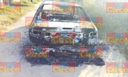 ¡Ejecutaron y calcinaron a 3 personas dentro de un automóvil en Lagos de Moreno!