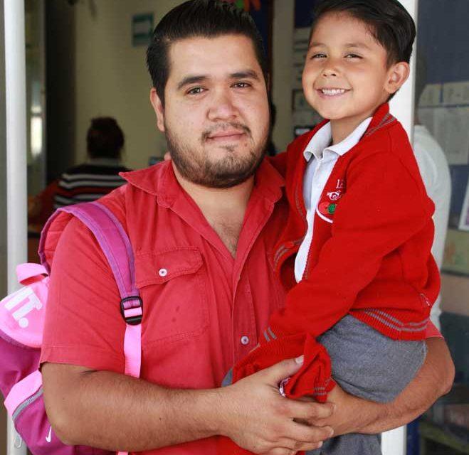 Involucra IEA a padres de familia en educación de sus hijos a través de estrategia familias educadoras