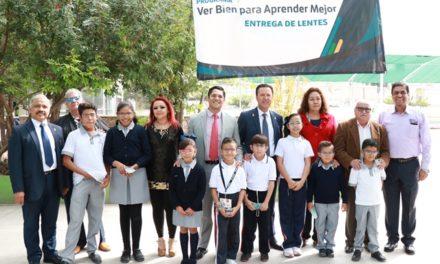 ¡Entregan IEA y Fundación Ver Bien Para Aprender Mejor más de cuatro mil anteojos a alumnos de primaria y secundaria!