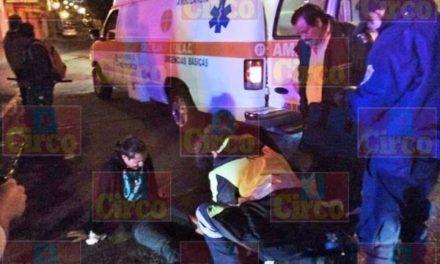 ¡Choque entre un auto y una motocicleta dejó 2 lesionados en Lagos de Moreno!