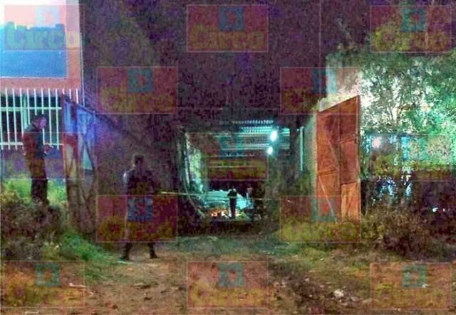 ¡Maestro soldador murió aplastado por una camioneta en su taller en Lagos de Moreno!