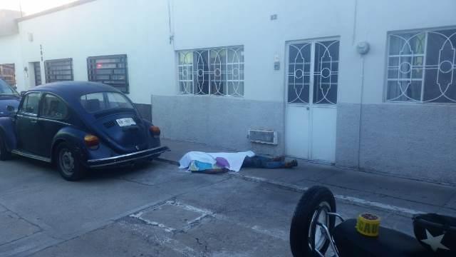 ¡Joven de 20 años de edad murió de un infarto mientras colocaba una marcha a un auto en Aguascalientes!