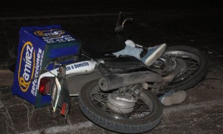 ¡Motociclista de una refaccionaria murió tras estrellarse contra un camión de carga en Aguascalientes!