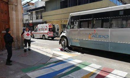 ¡Mujer murió atropellada por un camión urbano en la Zona Centro de Aguascalientes!