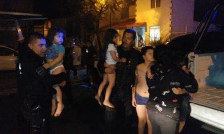 ¡Policías municipales rescataron a una familia de su domicilio en llamas en Aguascalientes!