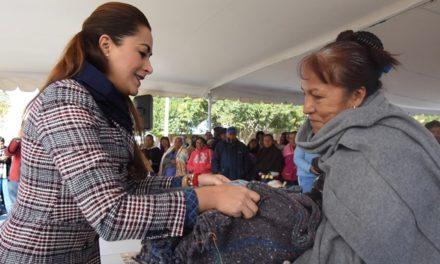 ¡Tere Jiménez lleva abrigo a quien más lo necesita!