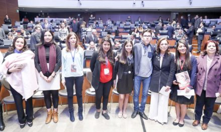 "¡Recibe Martha Márquez informe 2018 de la consulta infantil ""Voces""!"
