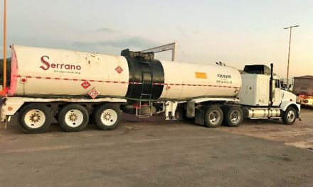 ¡Policías federales aseguraron en Aguascalientes tráiler que transportaba hidrocarburo robado!