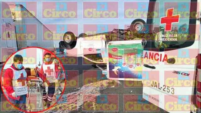 ¡Choque-volcadura entre 2 camionetas en Lagos de Moreno dejó 1 lesionado!