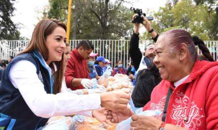 ¡Miles de pollos entrega Tere Jiménez a las familias de Aguascalientes!