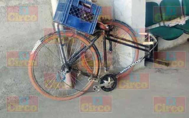 ¡Grave hombre tras caer de su bicicleta al quebrársele la horquilla en Lagos de Moreno!