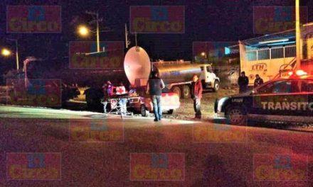 ¡Hombre alcoholizado lesionado tras chocar su auto contra una pipa estacionada en Lagos de Moreno!