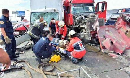 ¡Conductor de un tractocamión provoca una trágedia en Aguascalientes!