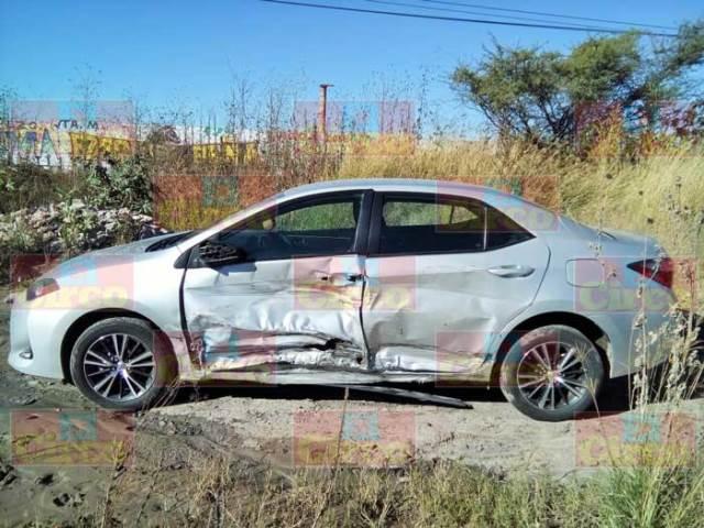¡Encontraron abandonado un automóvil volcado en Lagos de Moreno!