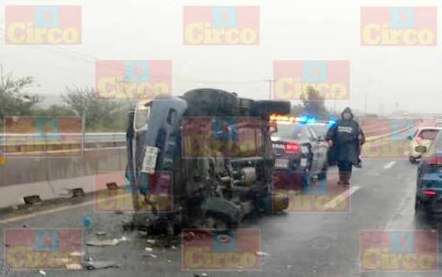 ¡3 lesionados dejó la volcadura de una camioneta en Lagos de Moreno!