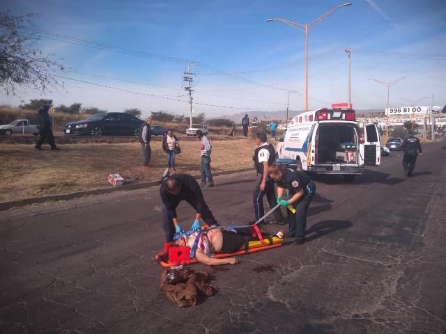 ¡4 lesionados, uno de gravedad, tras de que motocicleta arrolló a peatones en Aguascalientes!