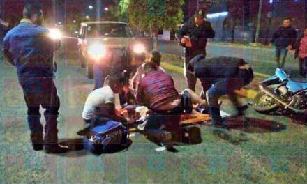 ¡Joven resultó lesionado tras derrapar y caer de su motocicleta en Lagos de Moreno!