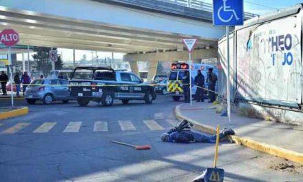 ¡Barrendero del Ayuntamiento de Aguascalientes murió atropellado por un tráiler!