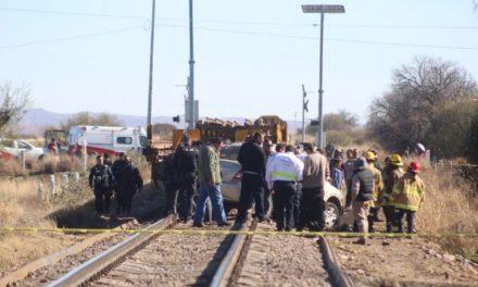 ¡El tren embistió y arrastró un auto en Guadalupe: 4 muertos y 1 lesionada!