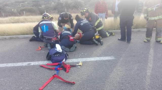 ¡Fuerte choque frontal entre 2 autos en Aguascalientes dejó 2 lesionados!