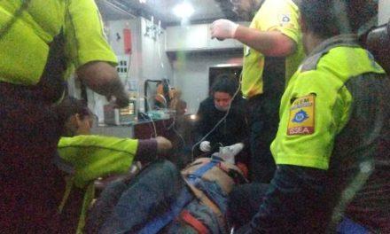 """¡Choque entre una camioneta y un """"vochito"""" dejó 2 lesionados, uno de gravedad, en Aguascalientes!"""