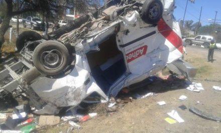 ¡El tren embistió una combi que intentó ganarle el paso en Aguascalientes: 1 lesionado!