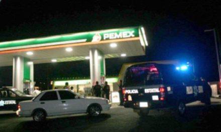 ¡Delincuente llenó el tanque de su camioneta y luego asaltó una gasolinera en Aguascalientes!
