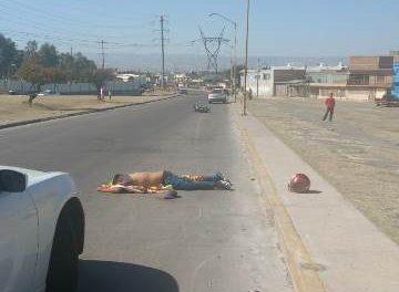 ¡Joven motociclista murió tras una fuerte caída en Aguascalientes!