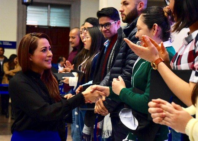 ¡Tere Jiménez pagará titulación de jóvenes universitarios de Aguascalientes!