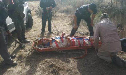 ¡Hombre resultó lesionado tras caer a un barranco de 12 metros de profundidad en Aguascalientes!