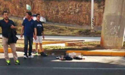 ¡Una mujer murió atropellada por un auto por no utilizar un puente peatonal en Zacatecas!